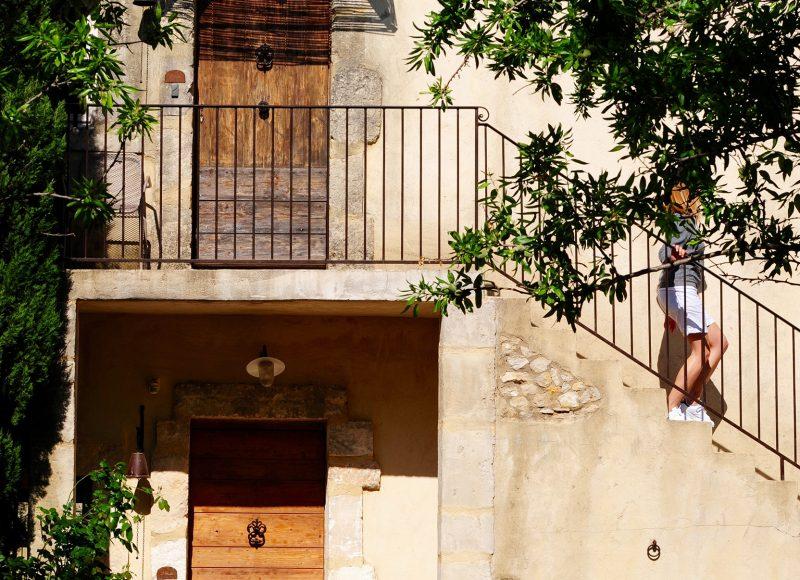 Concept-Hôtel Hameau des Baux : Au pied du Parc Naturel des Alpilles, sur plus de cinq hectares d'une nature préservée, découvrez un lieu magique. www.hameaudesbaux.com