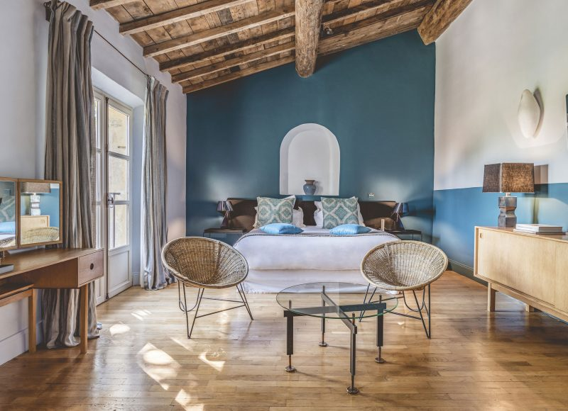 hameau-des-baux-chambre-deluxe-genoise-1_studio-chevojon